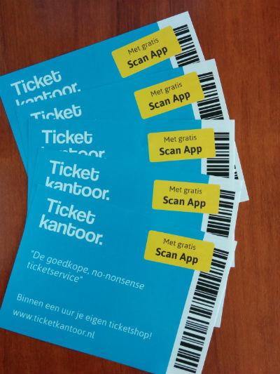 Flyers met de voordelen van een ticketservice